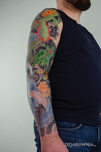 Tatuaż japoński tatuaż w motywie rękawy i stylu japońskie / irezumi na przedramieniu