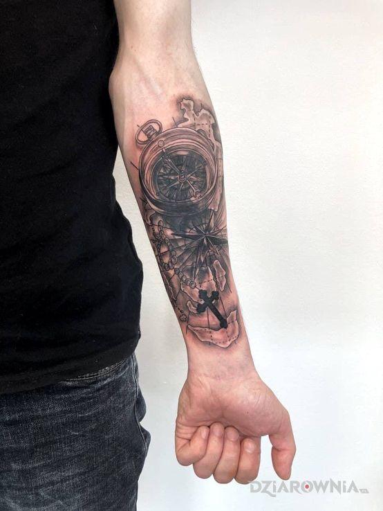 Tatuaż cover-up w motywie przedmioty i stylu kontury / linework na ręce