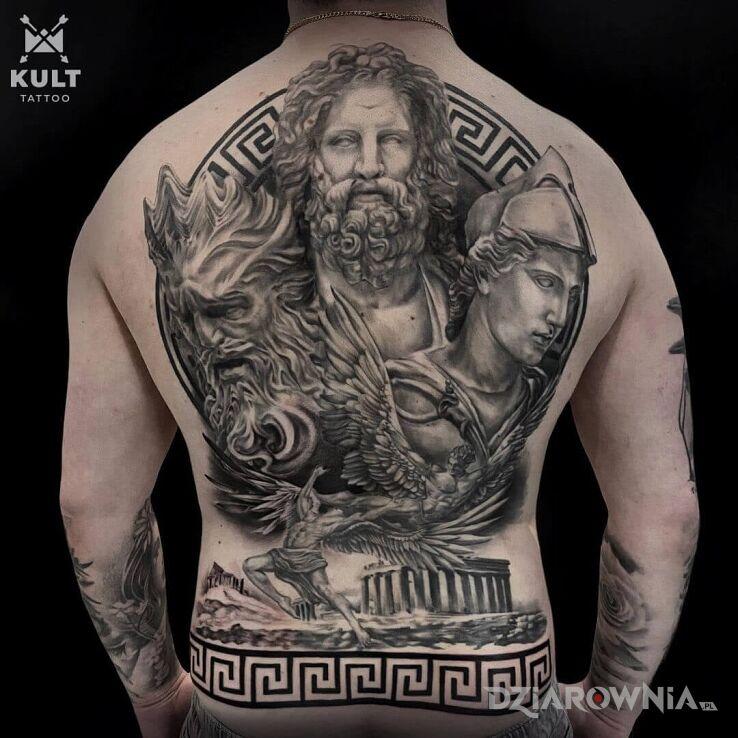 Tatuaż mitologia w motywie fantasy i stylu tribale na plecach