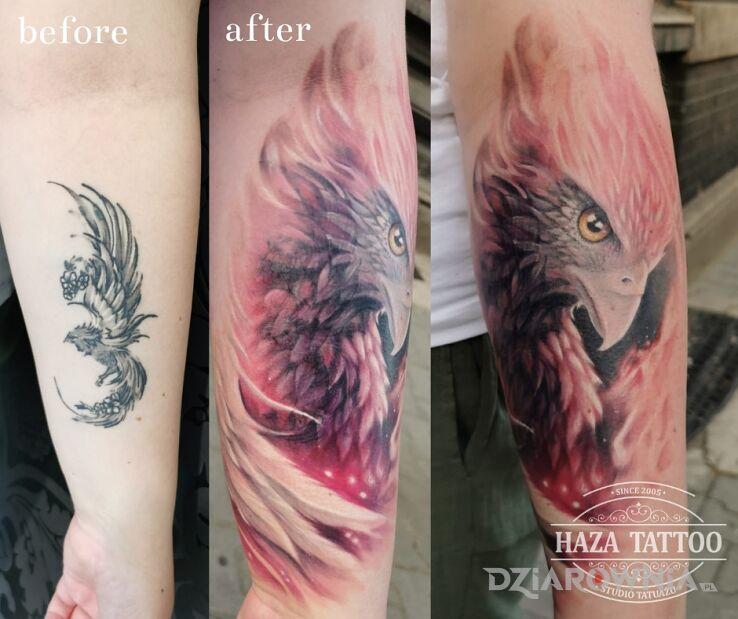 Tatuaż feniks cover up w motywie fantasy i stylu graficzne / ilustracyjne na przedramieniu