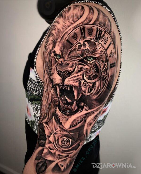 Tatuaż meine schokoladen seite w motywie czarno-szare i stylu geometryczne na bicepsie