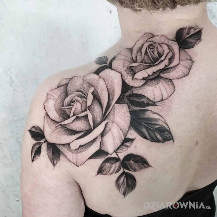 Tatuaż speak in color studio tatuażu w motywie florystyczne i stylu dotwork na łopatkach