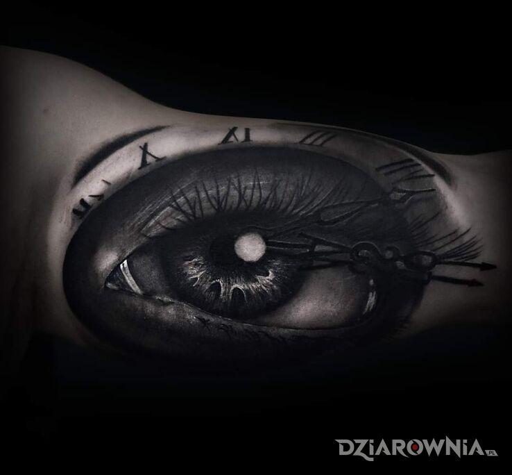Tatuaż oko w motywie czarno-szare i stylu graficzne / ilustracyjne na bicepsie