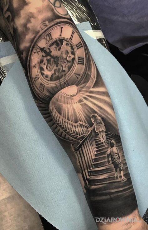 Tatuaż dzieciaki na schodach w motywie przedmioty i stylu realistyczne na ręce