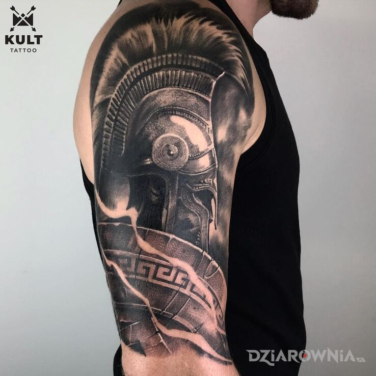 Tatuaż gladiator w motywie twarze i stylu celtyckie / nordyckie na bicepsie