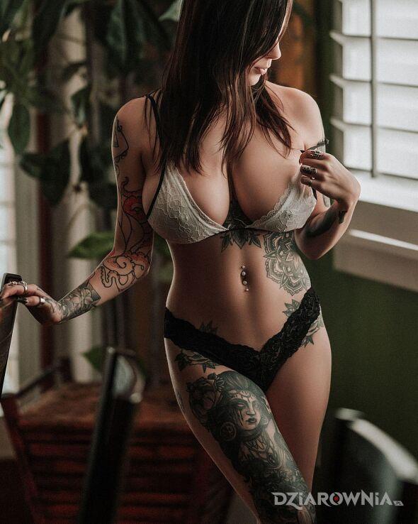 Tatuaż zmyslowe zdjecie w motywie mandale i stylu graficzne / ilustracyjne na żebrach