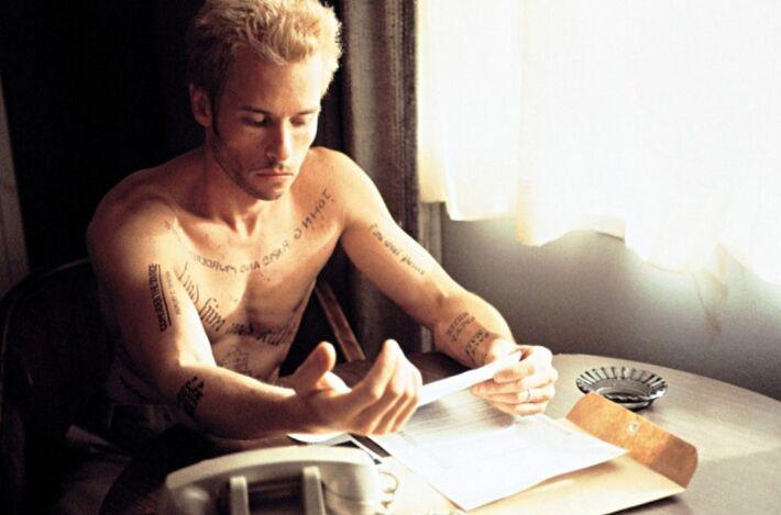 leonard shelby tatuaże w filmie memento