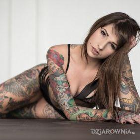 Kobieta i tatuaże