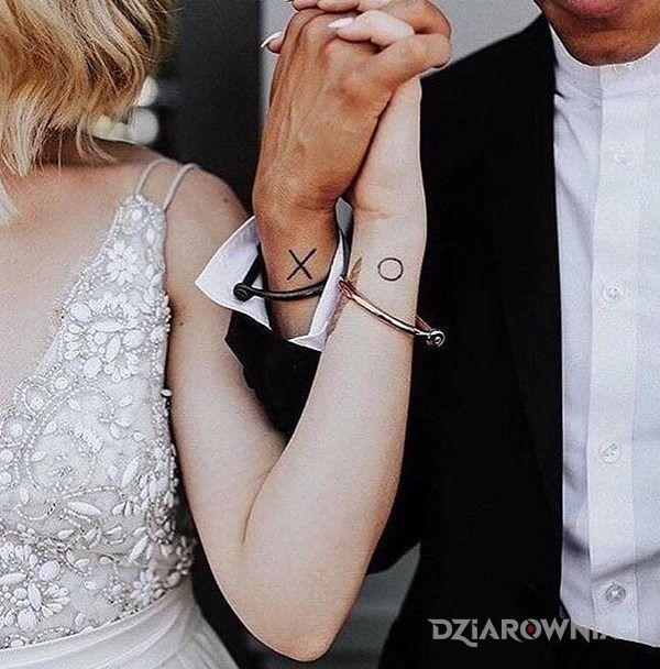Tatuaż Kółko I Krzyżyk Autor Lilka Dziarowniapl