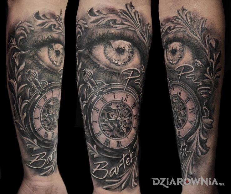 Tatuaż rodzinne treści w motywie napisy i stylu realistyczne na przedramieniu