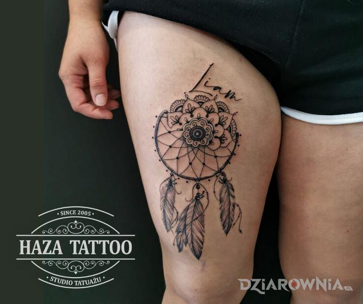 Tatuaż mandala łapacz snów w motywie mandale i stylu kontury / linework na udzie