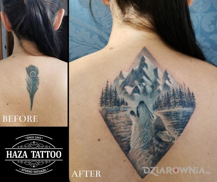 Tatuaż cover up krajobraz góry wilk w motywie zwierzęta i stylu graficzne / ilustracyjne na plecach
