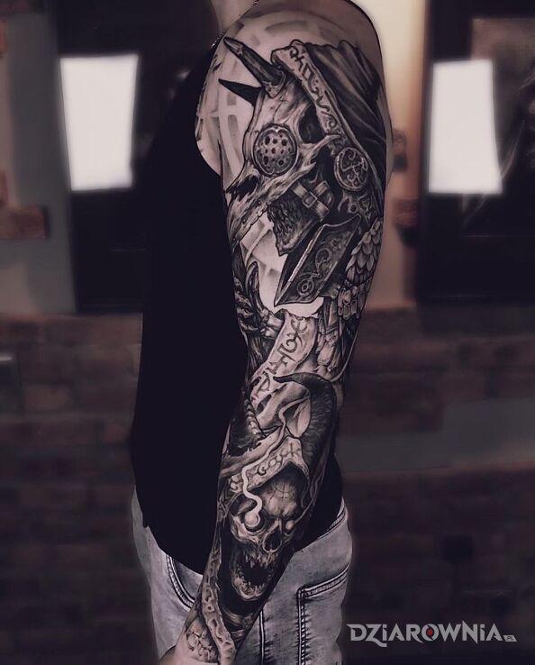 Tatuaż kapłan demonicznego kultu w motywie demony i stylu graficzne / ilustracyjne na przedramieniu