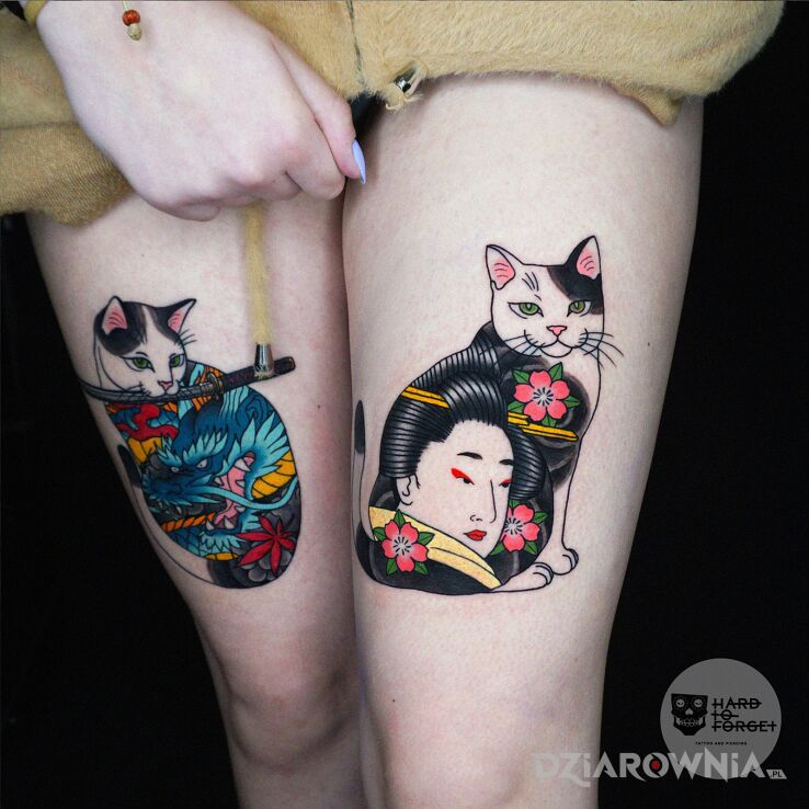 Tatuaż mon mon w motywie kwiaty i stylu japońskie / irezumi na udzie