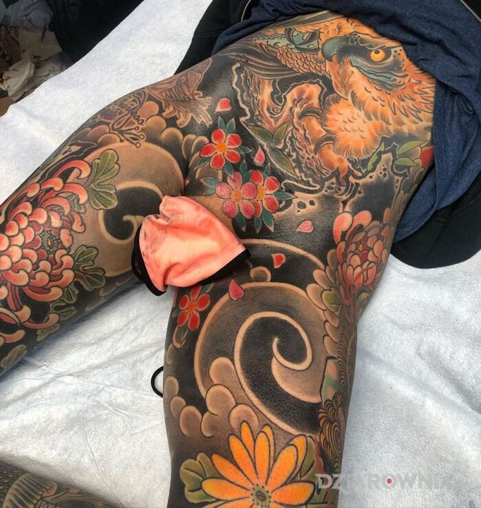 Tatuaż japonia jak się patrzy w motywie zwierzęta i stylu japońskie / irezumi na brzuchu