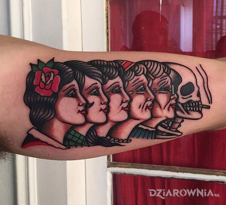 Tatuaż cykl życia i śmierci w motywie postacie na ramieniu
