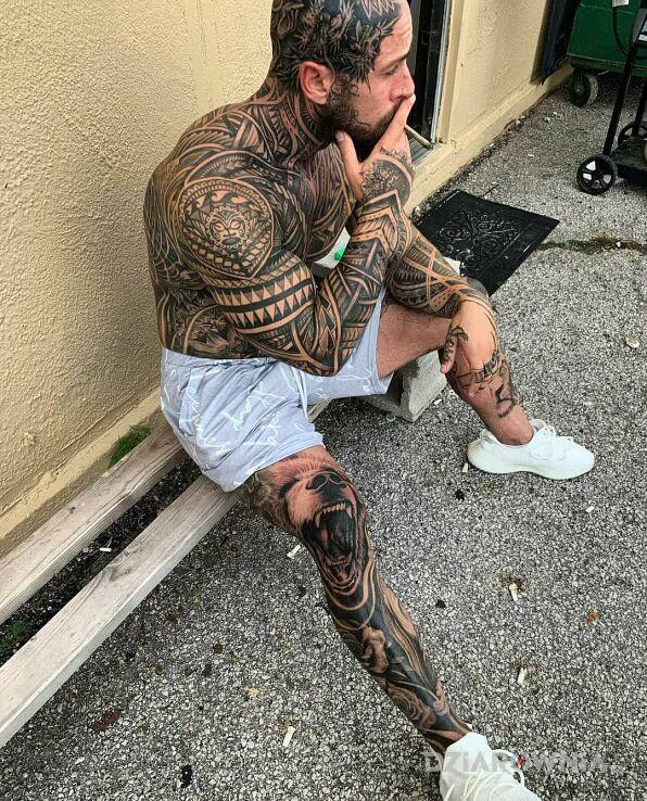 Tatuaż dobry gostek w motywie rękawy i stylu polinezyjskie na barku