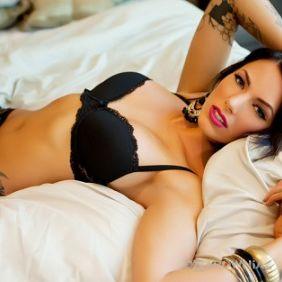 Modelka z tatuażami
