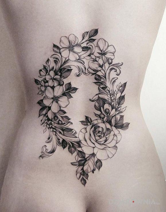 Tatuaż Wianek Na Plecach Autor Panbalonik Dziarowniapl