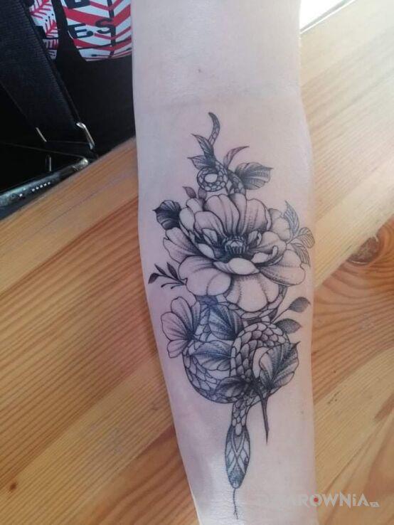 Tatuaż mój nowy w motywie zwierzęta i stylu graficzne / ilustracyjne na przedramieniu