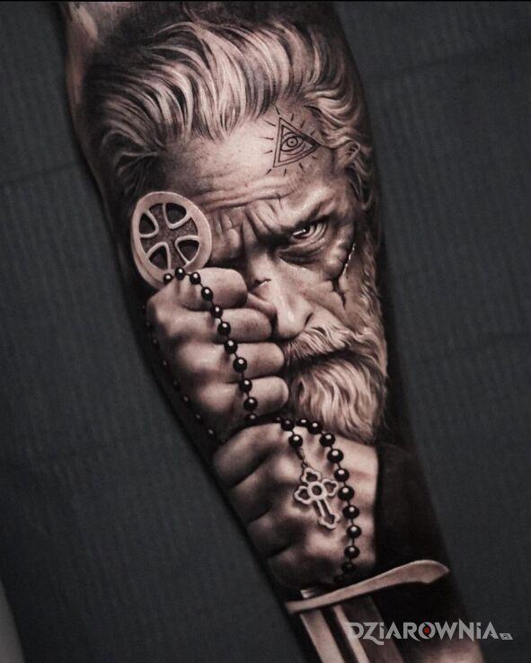 Tatuaż wojownik zakonu templariuszy w motywie przedmioty i stylu realistyczne na ręce