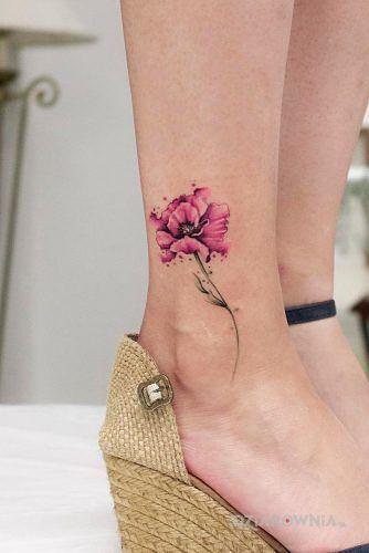 Tatuaż troszkę akwareli w motywie kolorowe i stylu watercolor przy kostce