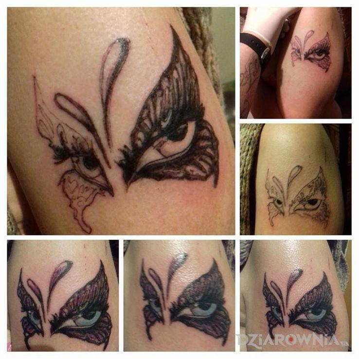 Tatuaż maskamotyl oczy w motywie motyle na ramieniu