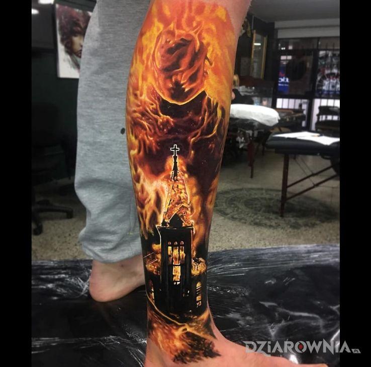 Tatuaż Plonacy Kosciol Autor Sasha Dziarowniapl