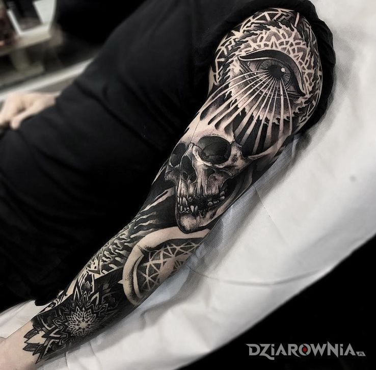 Tatuaż mroczny rękaw w motywie rękawy i stylu dotwork na ramieniu