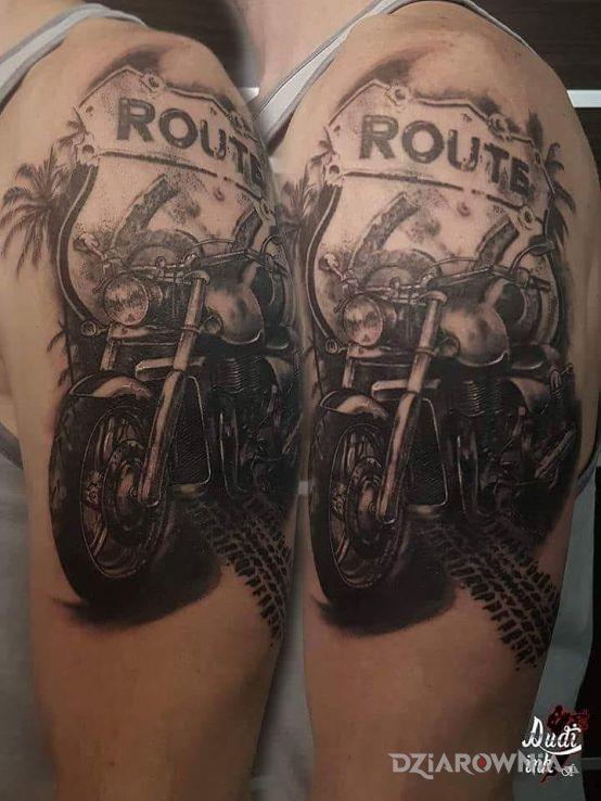 Tatuaż route 66 choppers w stylu realistyczne na przedramieniu
