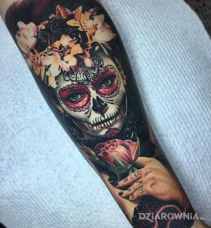 Tatuaż makijaż na dzień śmierci - kwiaty