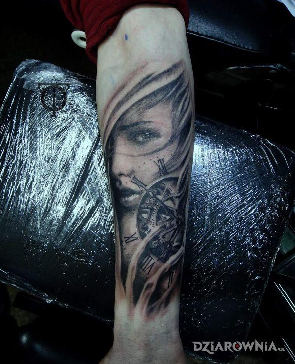 Tatuaż 3d Realistyczny Zegar Kobieta Z Przekazem Rekaw