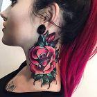 Róża na szyi