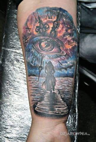 Tatuaż nadzieja w motywie postacie na przedramieniu