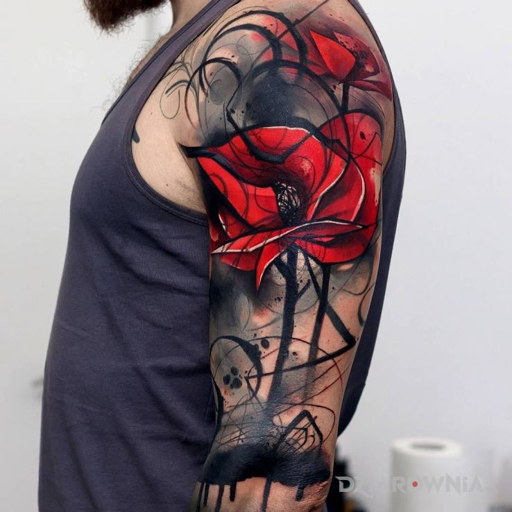 Tatuaż abstrakcyjny kwiat w motywie kwiaty na ramieniu