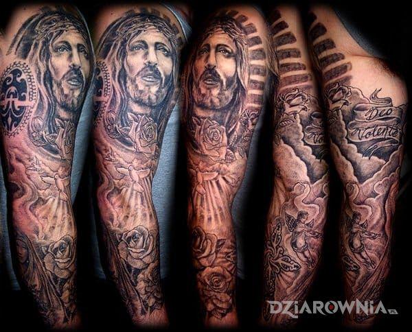 Tatuaż religijny rekaw w motywie postacie na ramieniu