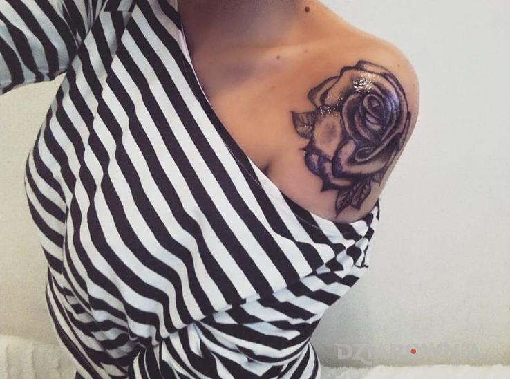 Tatuaż Róża Autor Mikaaaa Dziarowniapl