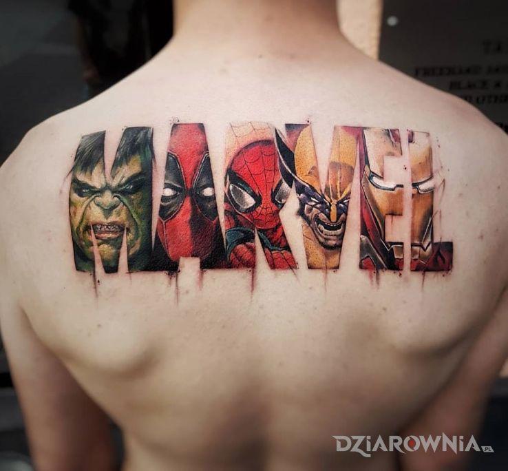 Tatuaż marvel w motywie postacie na plecach