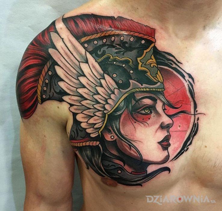 Tatuaż walkiria w motywie postacie na klatce