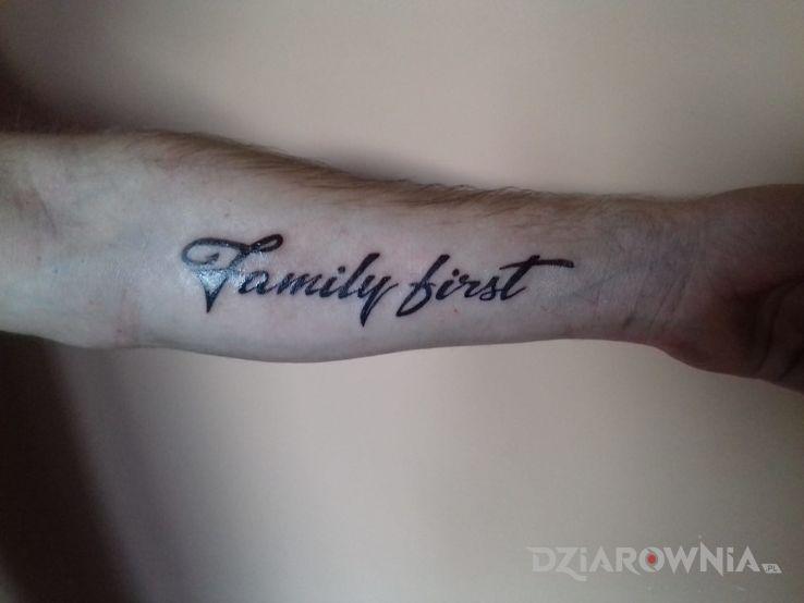 Tatuaż Family First Autor Silence Dziarowniapl