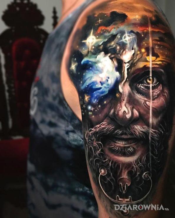 Tatuaż dziadyga w motywie 3D i stylu realistyczne na ramieniu