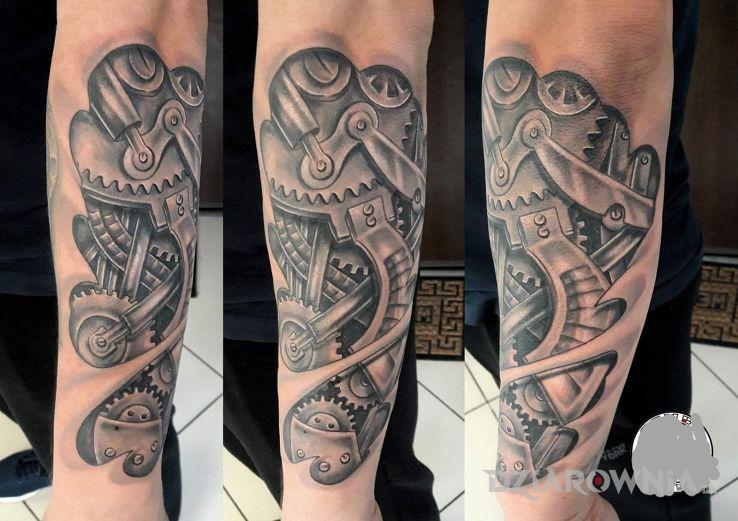 Tatuaż Biomechanika Autor Patryk Kolanek Dziarowniapl