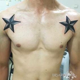 Tatuaże gwiazdy, gwiazdki, dziara dla mężczyzn