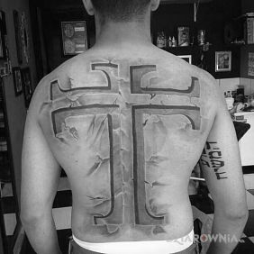 Tatuaże 3D, krzyż, dziara dla mężczyzn