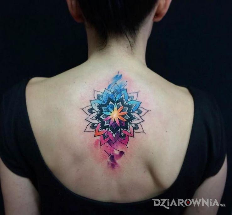 Tatuaż jaskrawa mandala - pozostałe