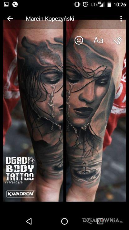 Tatuaż część rękawa w motywie twarze i stylu realistyczne na przedramieniu
