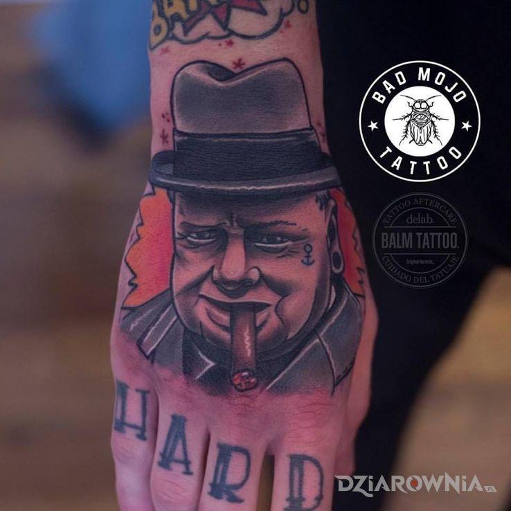 Tatuaż winston churchill w motywie postacie na dłoni