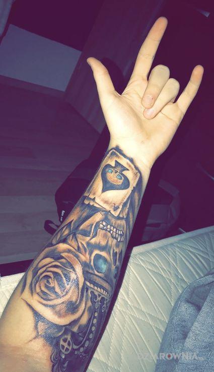 Tatuaż Czaszkaróżakoronakarta Autor Budziu Dziarowniapl