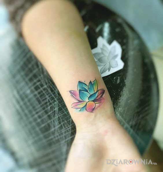 Tatuaż lilia - kwiaty