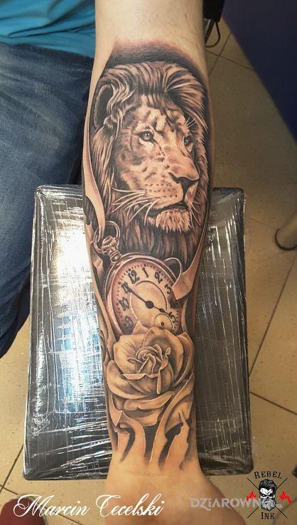 Tatuaż Lew Zegar Róża Autor Rebelink Dziarowniapl